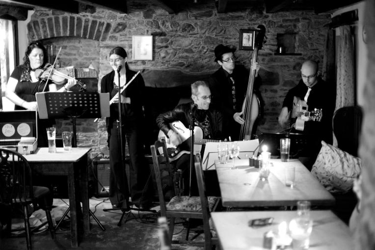 Hamer & Isaacs at The Millbrook (with guest flautist Hannah Sterry) - Image by timhirstphotography.com