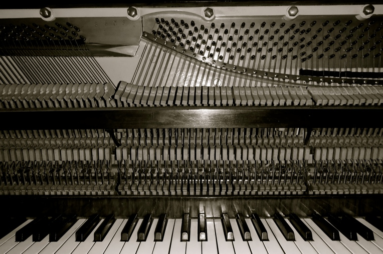 Piano Mechanism - Inside The Piano. Hammers, strings, tapes & keys...